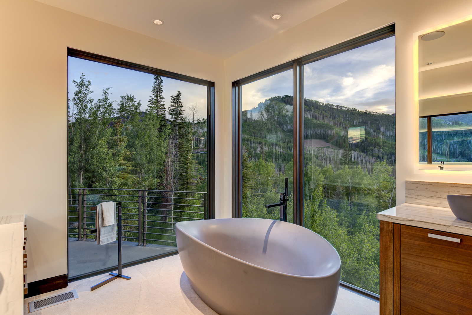 217-White-Pine-Canyon-Road-Ski-In-Ski-Out-Park-City-Real-Estate-Daimon-Bushi-Christies-Luxury-Portfolio-22
